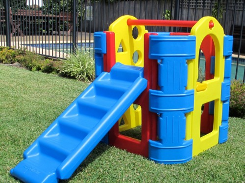 Outdoor Play Gyms Raise Great Kids